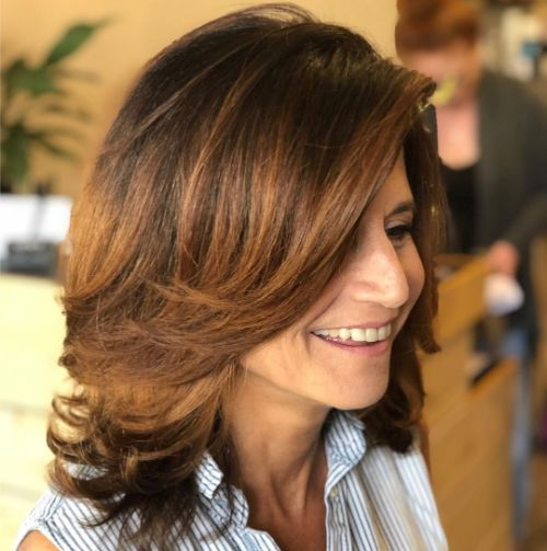 Shoulder-Length Hairstyle for a 40 Year Old Woman