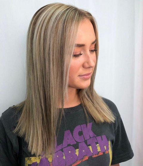 Medium Blonde Hair with Lowlights