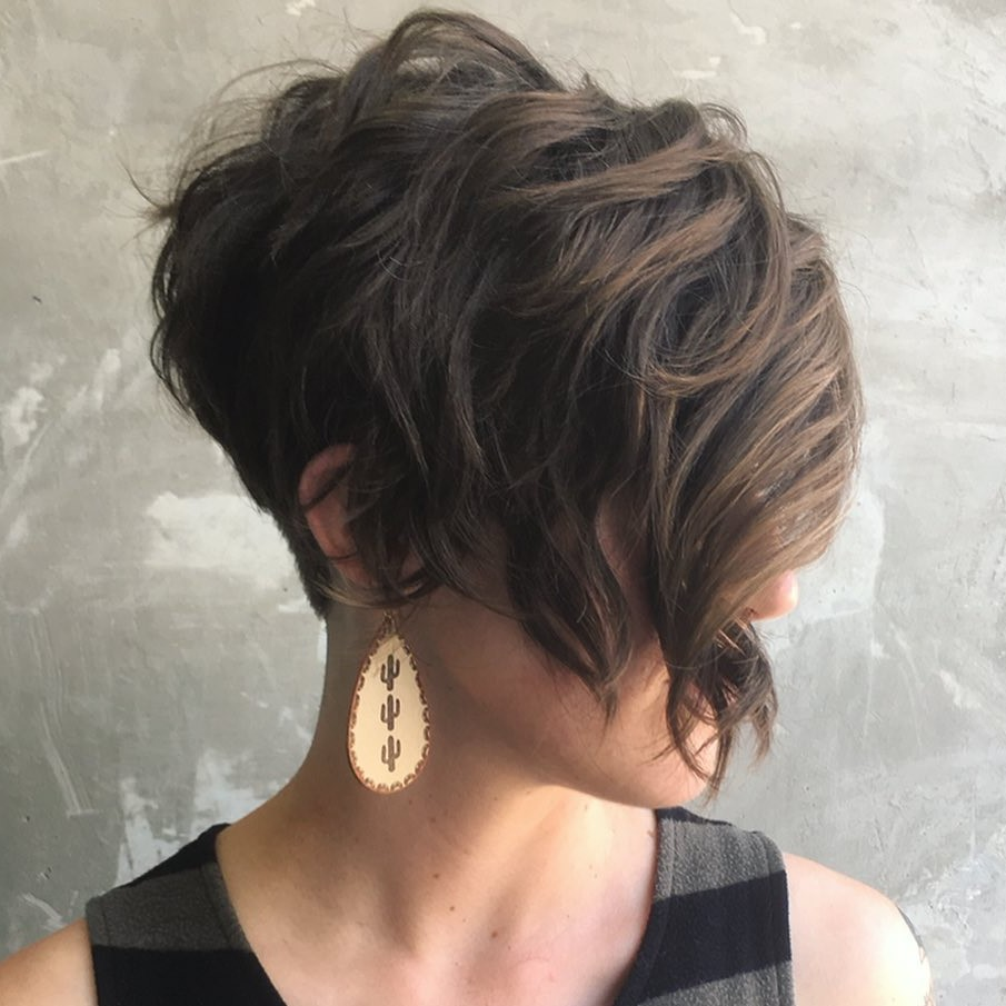 Pixie Bob for Thick Hair and Oval Face